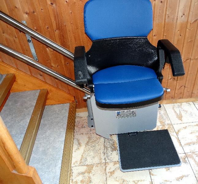 Montascale per disabili a pedana: funzionamento, prezzi e informazioni utili